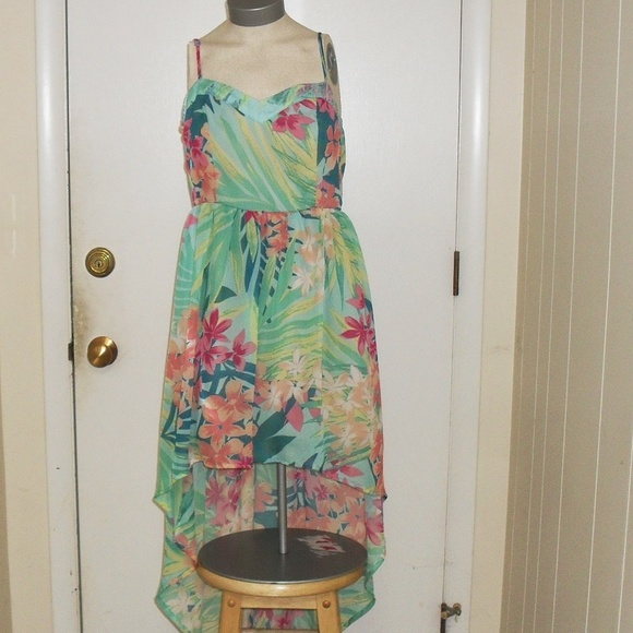 Mimi Chica Dresses & Skirts - NWOT Green Floral Adjustable Spaghetti Straps  M